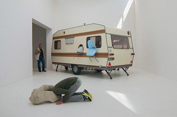 Instalación de Brigitte Kowanz y Erwin Wurm en la Bienal de Venecia