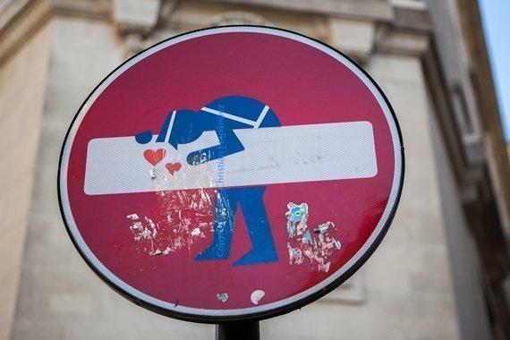 Intervención en señal de tráfico